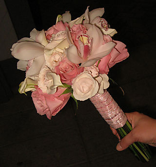 Bouquet handle of white and pink bouquet