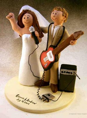 Rock-and-roll-wedding-cake-topper