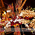 A dramatic red, white & gold centerpiece