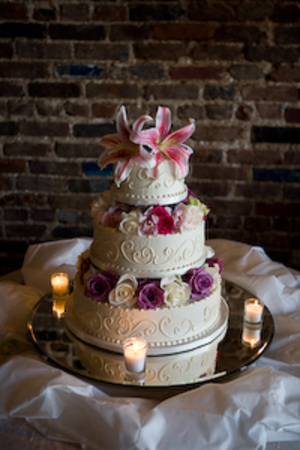 Cake_with_roses_orchids_and_stargaz