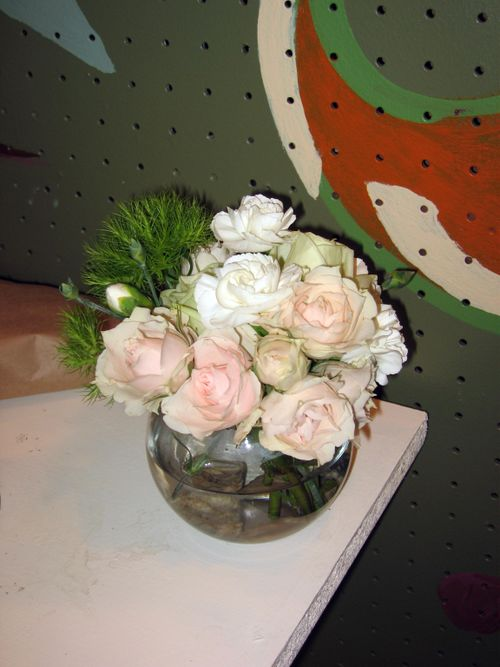 Bubble bowl with spray roses